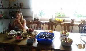Trecerea pe alimentaţie 100% din crudităţi (fructe şi nuci, migdale, caju, seminţe, goji, etc)