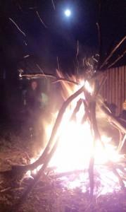 Foc de tabără + lună plină